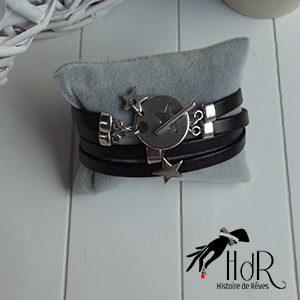 bracelet en cuir noir et étoile