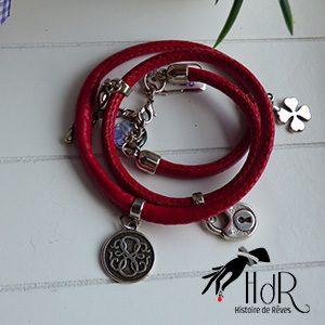 bracelet rouge triple avec breloque