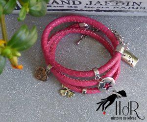 bracelet en cuir rose avec breloque en métal argenté hdr