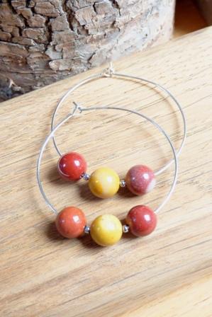 boucles d'oreilles créoles et perles rouge orange