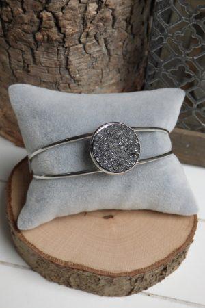 Bracelet Jonc argenté et cabochon noir
